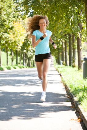 Frau bekommt Bauch weg durch Cardio